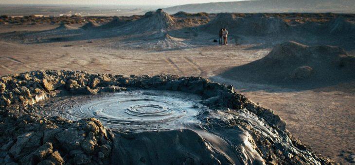 Тур по Гобустану – грязевые вулканы и наскальные рисунки